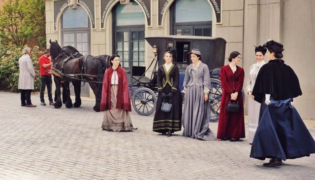 mc-lots-of-rich-women-in-period-costumes